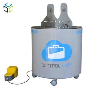 Envolvedora semiautomática de mesa giratoria para el envolvimiento y la protección de cajas o bultos con película extensible.
